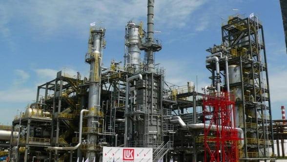 Grupul rus Lukoil reduce cheltuielile si vrea sa constituie rezerve de 30 miliarde de dolari in cinci ani