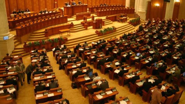 Guvernul Ungureanu a fost votat de Parlament