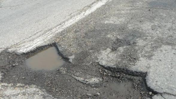 Guvernul a alocat 240 de milioane de euro pentru a astupa gropile din drumuri in 2013