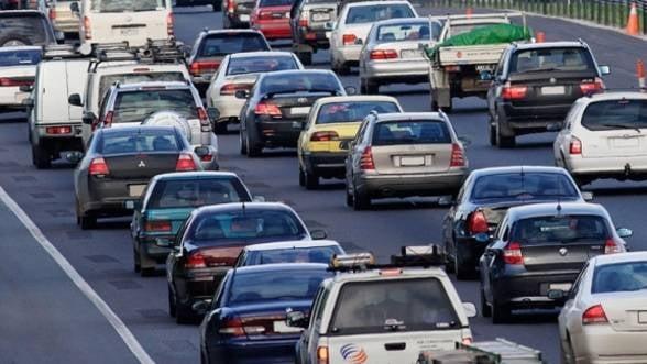 Guvernul amana din nou decizia de modificare a taxei auto
