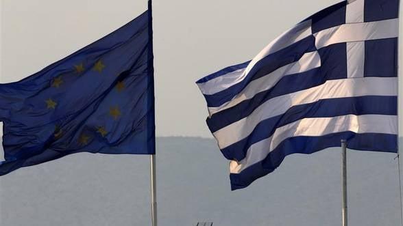 """Guvernul elen """"taie"""" salariul minim cu 22%"""