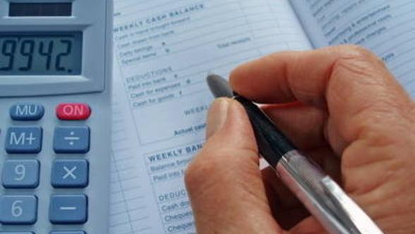 Guvernul estimeaza cresterea deficitului si a datoriei publice in 2012