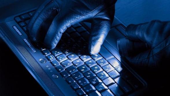 Hackerul roman Guccifer, inculpat in SUA pentru ca a piratat e-mailuri ale familiei Bush