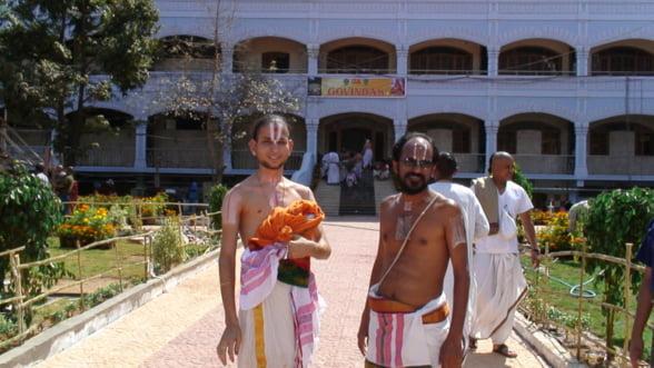 Hare Krishna! Cel mai bogat templu al Indiei primeste donatiile direct pe bursa