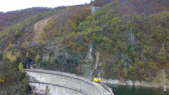 Hidroelectrica, la un pas de profit record in 2013