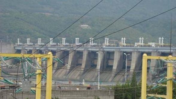 Hidroelectrica va rezilia aproape 90% dintre contractele directe