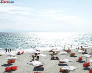 Hotelierii se pregatesc pentru sezonul estival: Turistii vor manca in serii, cu tacamuri de unica folosinta