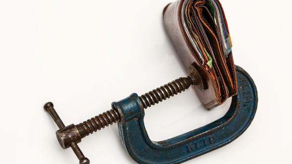 INS: Castigul salarial mediu net a scazut in februarie