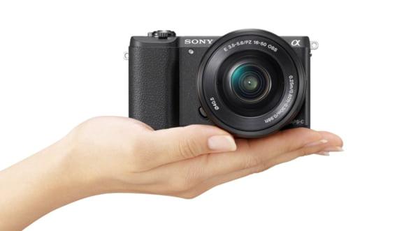 Ia-ti cel mai mic aparat foto cu obiective interschimbabile