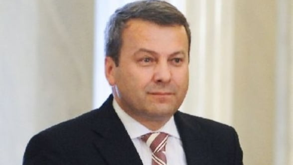 Ialomitianu: Guvernul trebuie sa aleaga intre investitii si majorarea salariilor