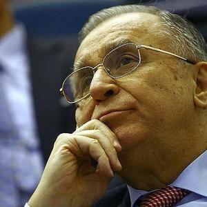 """Iliescu: Criza """"actioneaza ca un tsunami"""". Noi suntem la mal"""