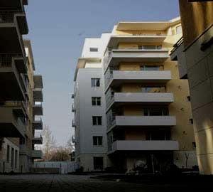 Imobiliare: de ce ridica proprietarii preturile, in plina criza