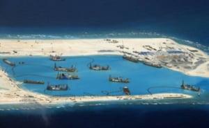 In Marea Chinei de Sud au inflorit insulele artificiale. Si o pista de 3 km
