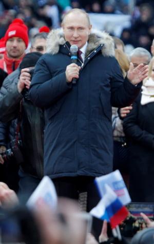 Inaintea scrutinului de duminica, Vladimir Putin a mers in Crimeea