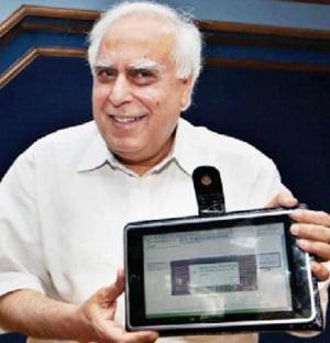 India lanseza tableta low-cost, la pret accesibil pentru studenti