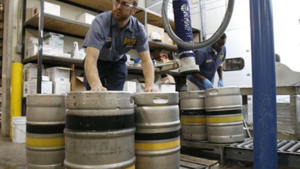 Industria berii, exemplu de fiscalizare: Romania castiga tot mai mult din accize