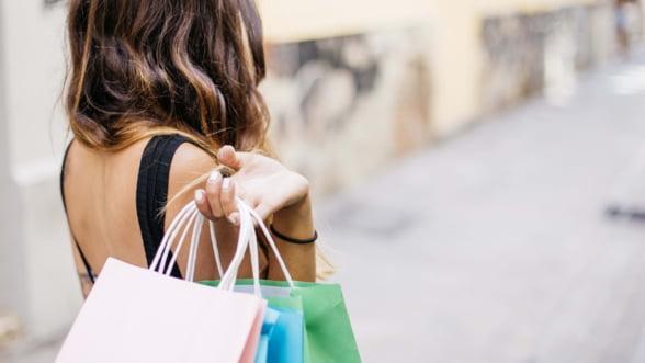 Industria modei, record istoric in 2018. Cine castiga cel mai mult pe urma apetitului romanilor pentru cumparaturi