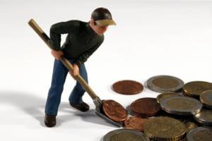 Inghetarea salariului minim pe economie: Cui foloseste si cine pierde din aceasta decizie