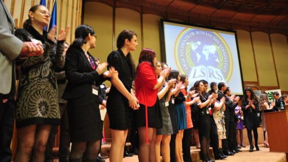 Inscrierile la Premiile pentru Excelenta Academica in Strainatate, prelungite pana pe 30 noiembrie