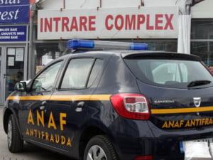Inspectori ANAF huiduiti si amenintati: Au sunat la 112 si au plecat escortati de politisti si jandarmi