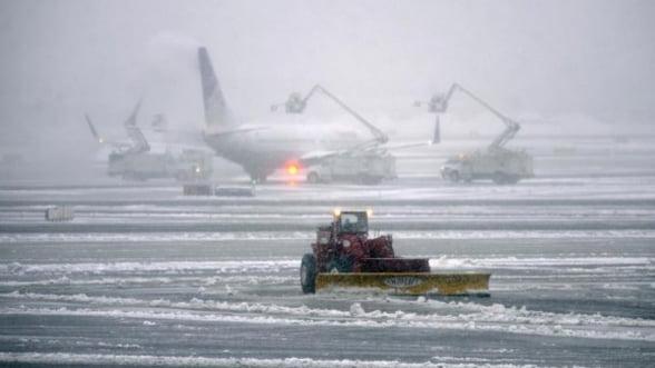 Intarzieri pe aeroporturile bucurestene din cauza ninsorii
