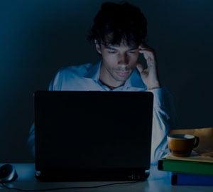"""Internetul modifica personalitatea? Linia """"invizibila"""" dintre online si offline"""