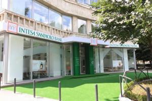 Intesa Sanpaolo Bank accepta din februarie cardurile Visa in reteaua sa de automate bancare