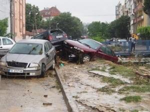 Inundatii in Bulgaria: 29 de turistii romani vor fi adusi in tara. Ceilalti au vrut sa ramana