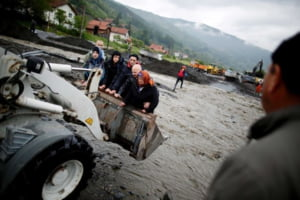 Inundatiile din Bosnia si Serbia, mai scumpe decat razboiul