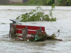 Inundatiile din ultima vreme va fac probleme? O polita de asigurare va poate scapa de multe dureri de cap