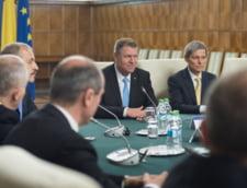 Iohannis, Isarescu si Ciolos, primii in topul increderii. Cine sunt codasii - sondaj INSCOP