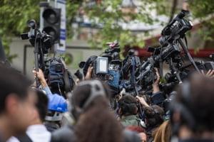 Iohannis a retrimis Parlamentului legea care scuteste jurnalistii de plata impozitului pe venit