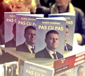 """Iohannis isi lanseaza noua carte, dedicata romanilor care l-au votat: """"Primul pas"""" e cel mai greu de facut"""