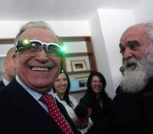 """Ion Iliescu, un blogger cu ochelari cu """"laser"""""""