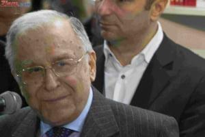 Ion Iliescu a fost dus de urgenta la spital. Ar putea fi operat la inima