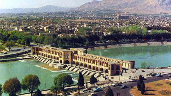 Iranul face economii. Renunta la produsele de lux