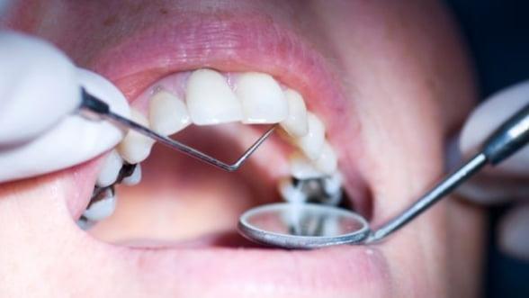 Irlandezii acuza turismul dentar in Romania ca fiind 'generator' de hepatita C