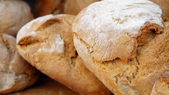 Isarescu: Exista riscul sa se scumpeasca painea, chiar daca avem productie record de grau
