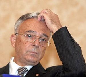 Isarescu: Nu vom asista la un flux negativ de capital in sistemul bancar