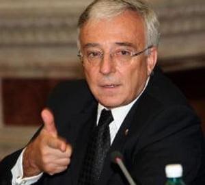 Isarescu: Piata constructiilor nu se va prabusi