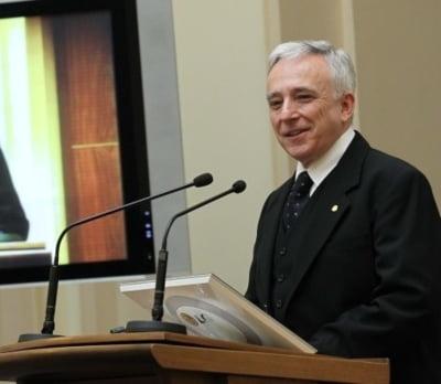 Cat castiga lunar guvernatorul Mugur Isarescu. Salariile mari din Banca Nationala a Romaniei