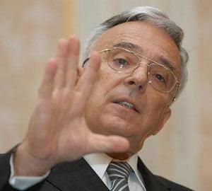 Isarescu: S-a vrut deprecierea leului pana la 4,5 - 4,7 lei/euro
