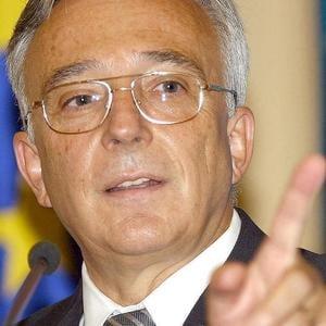 Isarescu: Vrem sa atragem la discutiile economice si specialisti ai partidelor politice