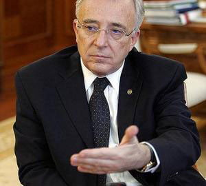 Isarescu: bancile elene sunt solvabile, riscul de extindere a problemelor este limitat