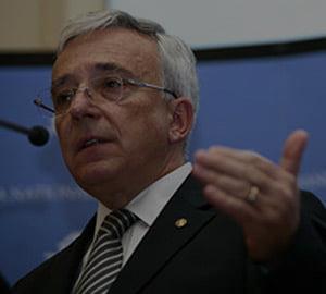 Isarescu, despre BVB: fara disciplina financiara vom avea numai speculanti