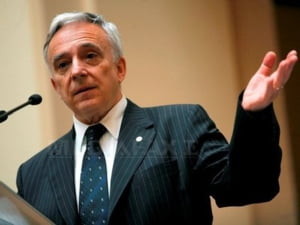 Isarescu: nu este usor sa faci afaceri in Romania, birocratia este mare