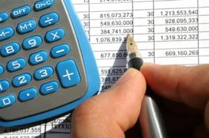 Isarescu: reducerea salariilor bugetarilor, masura de ajustare