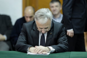 Isarescu a zis ca haina nu e bine croita, Teodorovici ca destinatarul s-a ingrasat. Era vorba despre ... taxa bancara