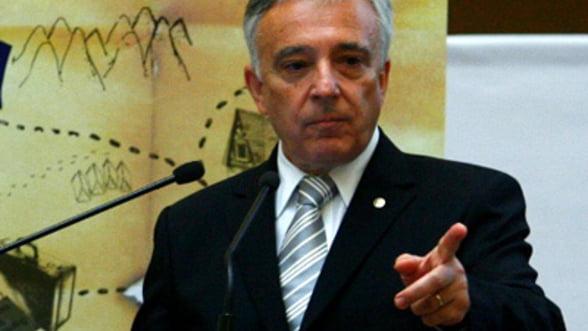 Isarescu o invita pe Pivniceru la BNR, pentru a discuta despre clauzele abuzive ale bancilor