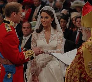 """Istoria """"s-a scris"""": Kate si William au devenit oficial sot si sotie"""